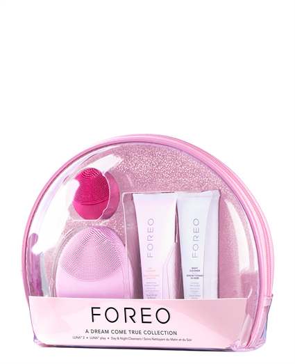 gift set with the FOREO brushes and cleansers